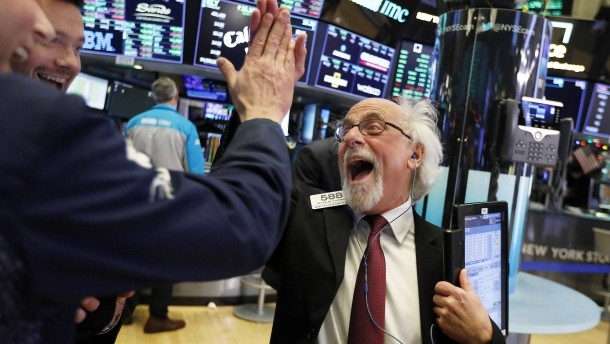 Wall Street roars back to life in best session in 9 years