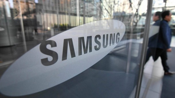 Samsung expects sharp drop in fourth-quarter profit