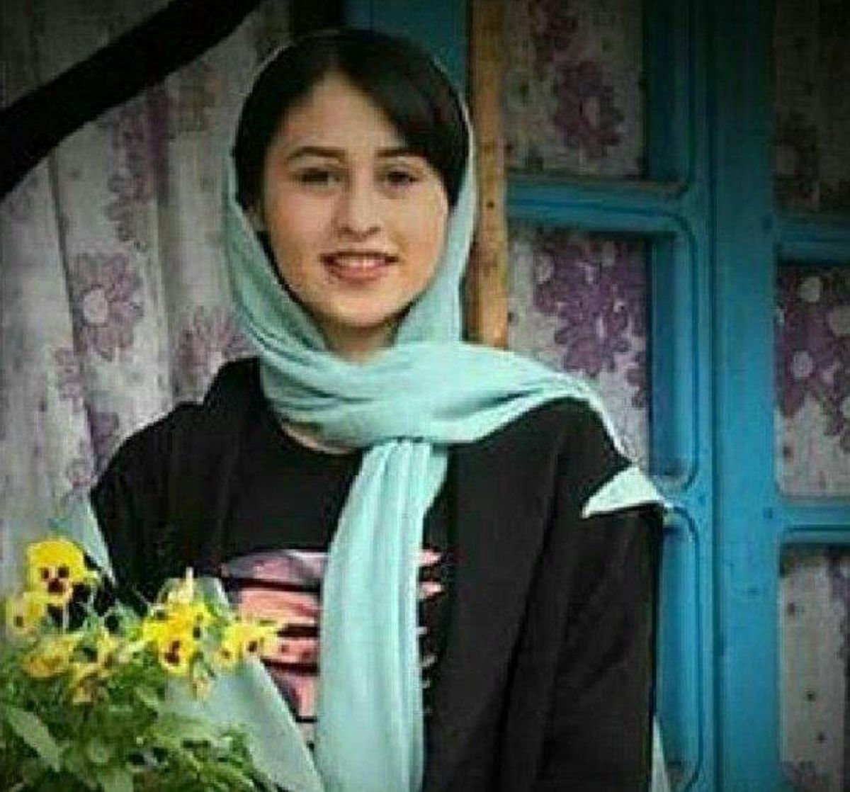 Daddy's 14-year-old daughter protests after thehonor killing in Iran